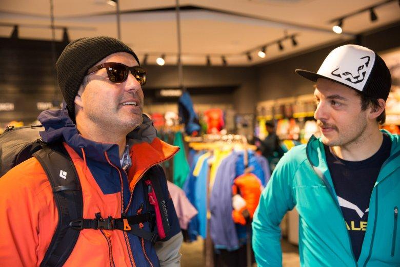 Thomas brengt met ons een bezoek aan Patrick Hörhager van de Mountain Shop in Mayrhofen.