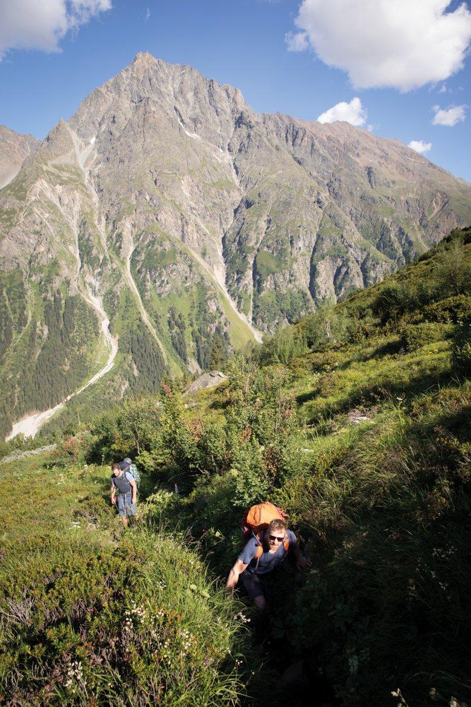 Tijdens de klim naar de Kaunergrathütte komen we door alle alpiene vegetatiezones.