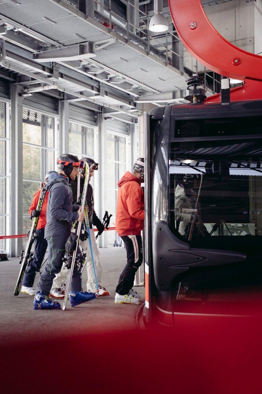 Slimme wintersporters gaan skiën in januari. , © Manfred Jarisch