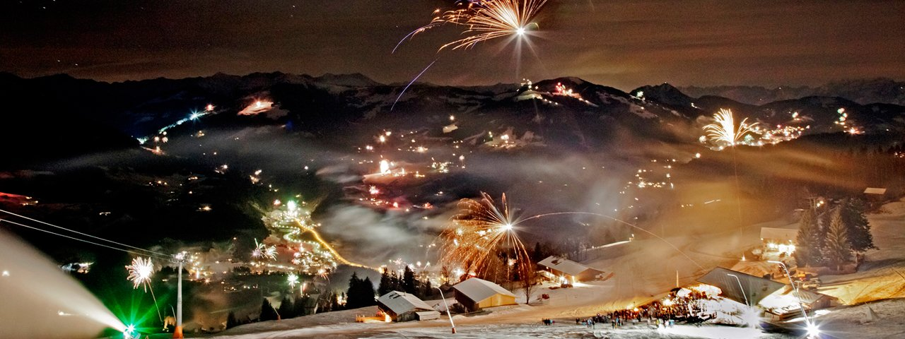 Vuurwerk boven de Kitzbüheler Alpen. Oud en Nieuw op de Hohe Salve is een waar spektakel, © Thomas Trinkl