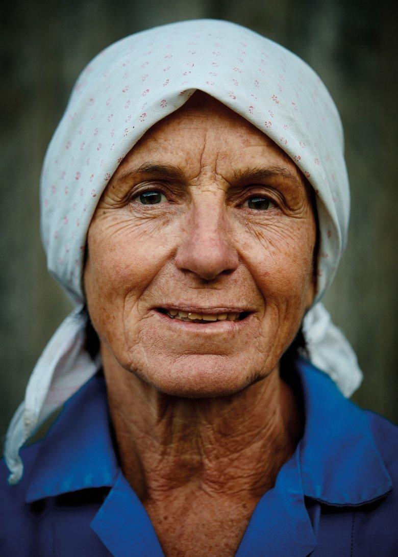 MARIA GAPP Ze leefde haar leven lang op boerderijen. Spel en werk waren één tijdens haar kindertijd. Ze houdt zielsveel van alle karweien op de boerderij.