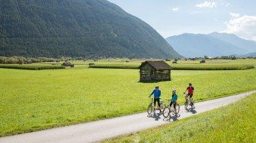 Fietsen over het Gurgltal fietspad, © Tirol Werbung/Frank Bauer