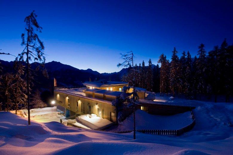 Het Naturparkhaus 's winters. Foto: TVB Oberland / Martin Lugger
