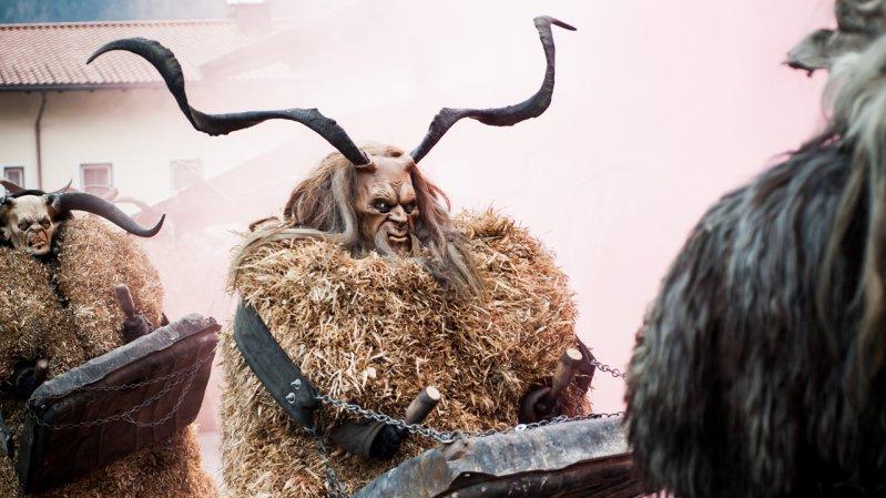 De parada wordt begeleid door ritmisch tromgeroffel, © Tirol Werbung/Lea Neuhauser