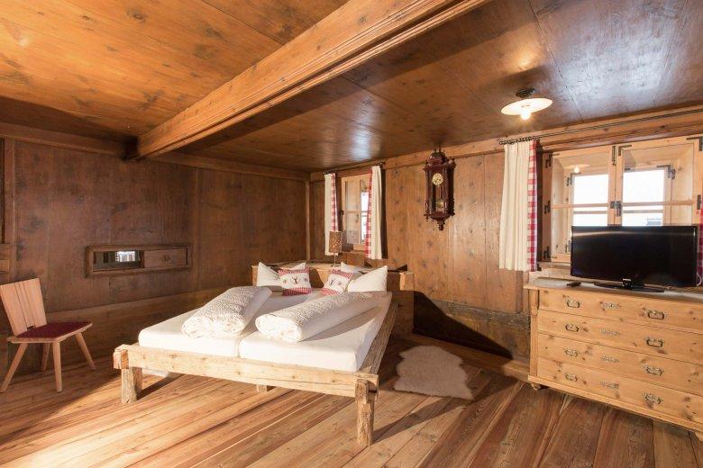De slaapkamer in Alpenjuwel. Bijna zoals vroeger, maar dan wel met aanzienlijk meer comfort.