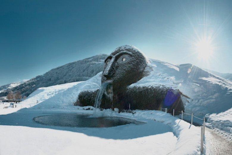 In een winterjasje ziet de reus er nog spectaculairder uit.