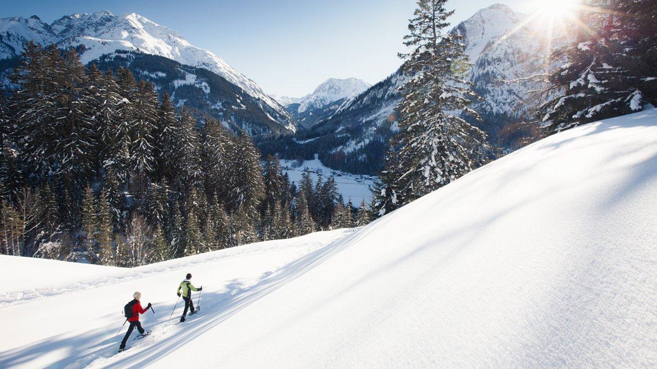 Winterse wandeling door de besneeuwde bergen in Lechtal, © Robert Eder
