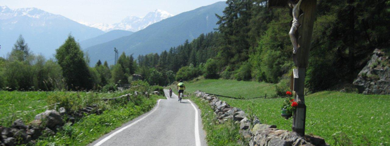Fietsen langs het fietspad in Zuid-Tirol, © Tirol Werbung