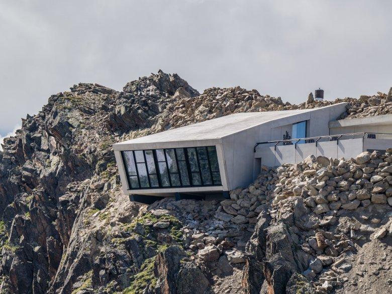 Das Bond-Museum von außen. Die Bauarbeiten auf 3.000 Metern waren extrem herausfordernd. Foto: Ricardo Gstrein/Ötztal Tourismus