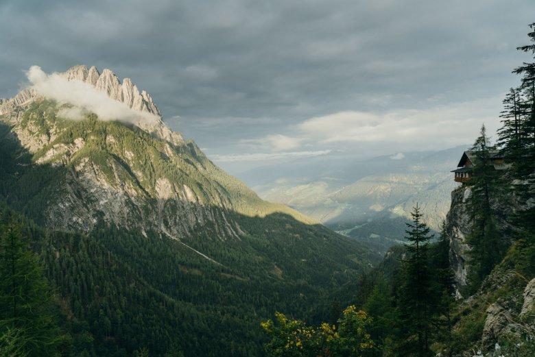Lekker eten met bijzonder panorama in de Dolomitenhütte. , © AlpinPlattform Lienz, Sam Strauss Fotografie