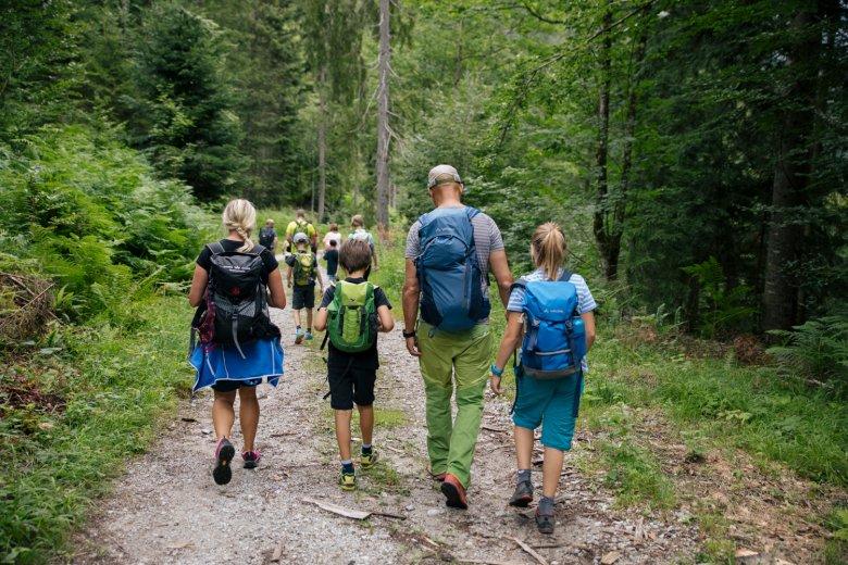 Familiegeluk tijdens een uitstapje in de bergen?