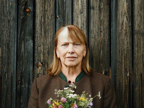 MONIKA NEUNER Als meisje at ze planten uit de weide; vandaag de dag biedt ze kruidenwandelingen aan in Leutasch.