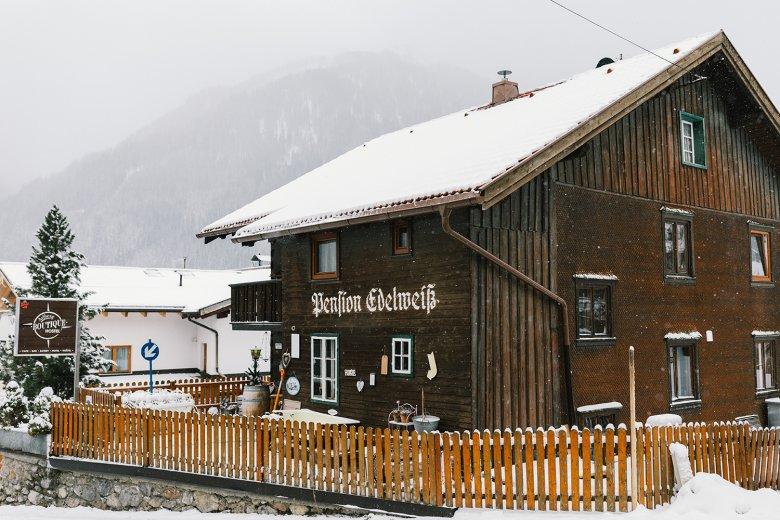 """Het Pension Edelweiß in Pettneu am Arlberg wordt in de serie """"Restaurants on the Edge"""" vernieuwd."""