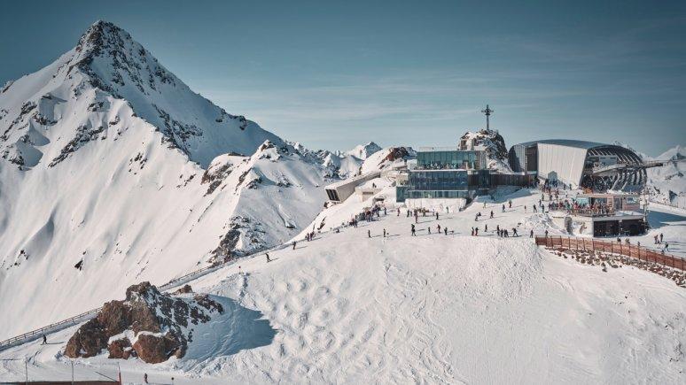 Gaislachkogelbahn en Restaurant Ice Q in het gletsjerskigebied Sölden, © Ötztal Tourismus