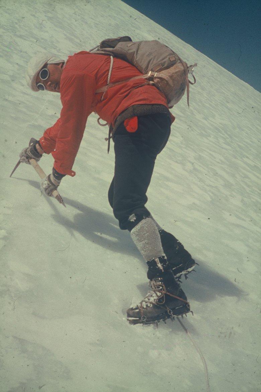 Gletsjerbrillen, kniebroeken, leren laarzen – de outfits van vroeger noem je nu vintage.
