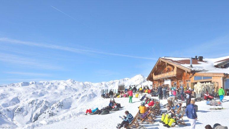Zonterras van de Kristallhütte in het skigebied Hochzillertal, © Tirol Werbung/Josef Mallaun