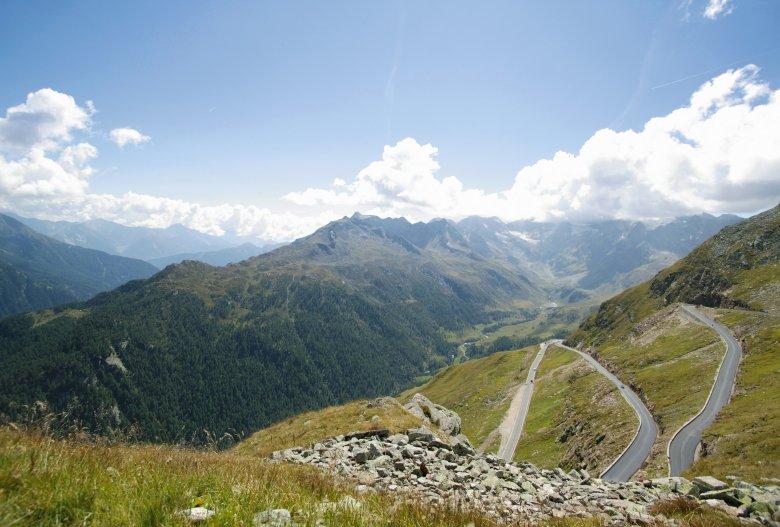 De laatste haarspeldtochten van de 2.509 meter hoge bergpas. Het Timmelsjoch is de op één na hoogste bergpas in Europa en met de bus bereikbaar. (Foto: Timmelsjoch Hochalpenstraße)