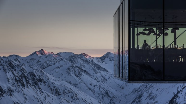 Restaurant Ice Q in het gletsjergebied Sölden, © Ötztal Tourismus/Rudi Wyhlidal