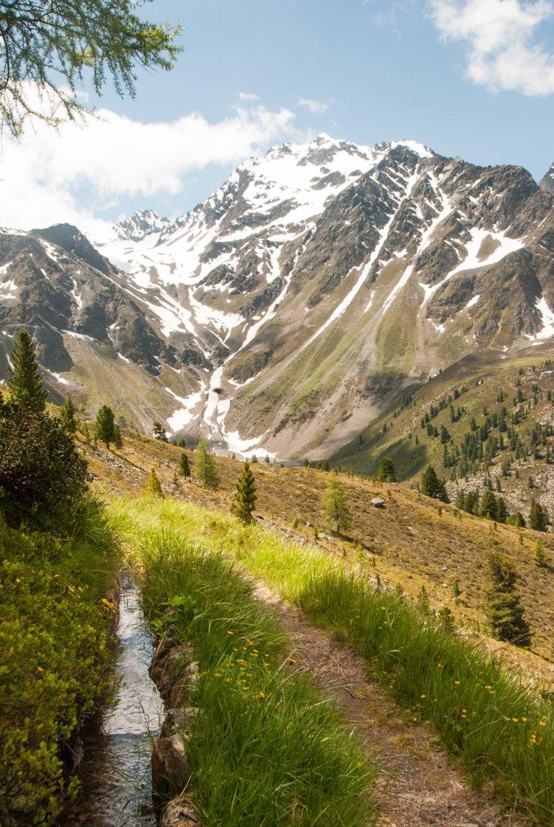 Langs de Waal voert de wandeling door het Fundustal naar de Frischmannhütte. Foto: Jannis Braun