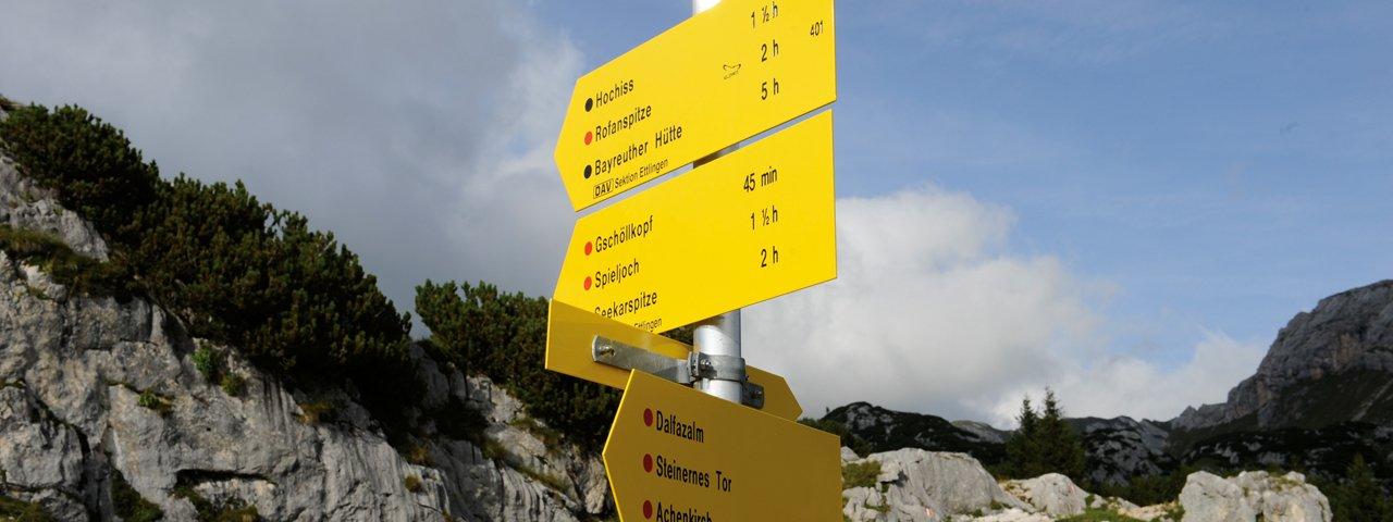 Wegwijzer in het Rofangebergte, © Tirol Werbung/Laurin Moser