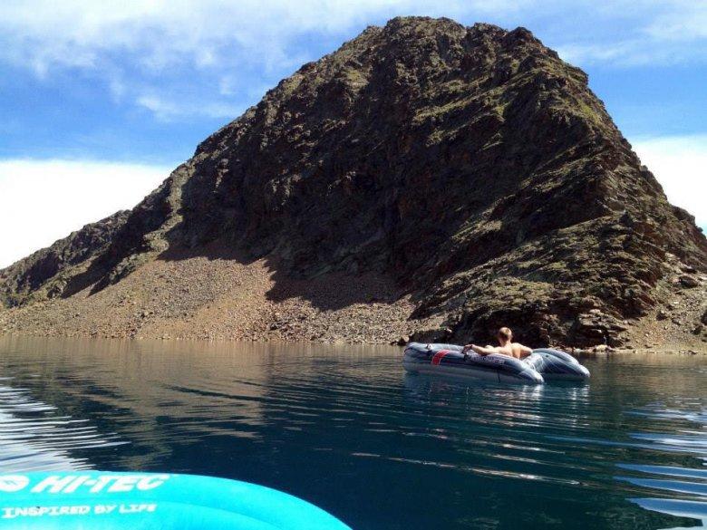 Met een rubberboot in een 2.792 meter hooggelegen bergmeer? Ja, daarvan houdt Walter enorm. (Foto: Walter Gfader), © Walter Gfader