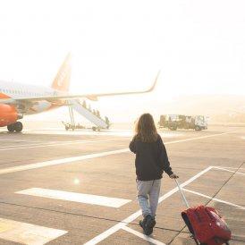 Met het vliegtuig, © Tirol Werbung / Casey Moore