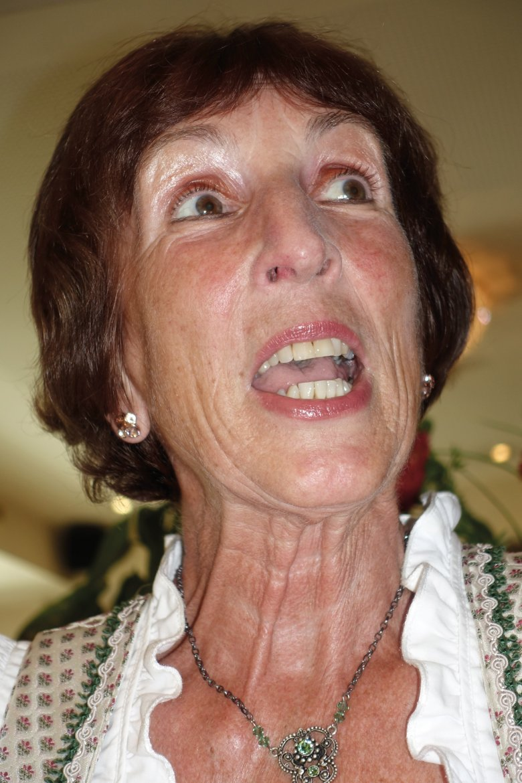 Martha Schwaizer is een autodidakt in het jodelen. Als 13 jarig meisje zat ze voor de radio en zong ze jodelaars na. Intussen treedt de 70-jarige Tiroolse sinds 55 jaar op met haar man.
