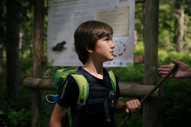 Maxi is helemaal gefascineerd door onze natuur.
