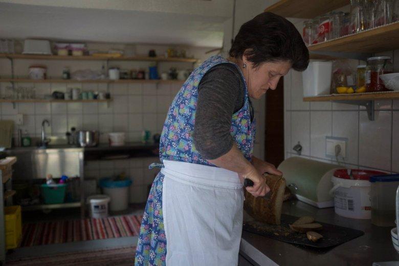 Maridl Schmid heeft de Falbesoner Ochsenalm van haar moeder overgenomen. Ze is de drijvende kracht van deze alm.