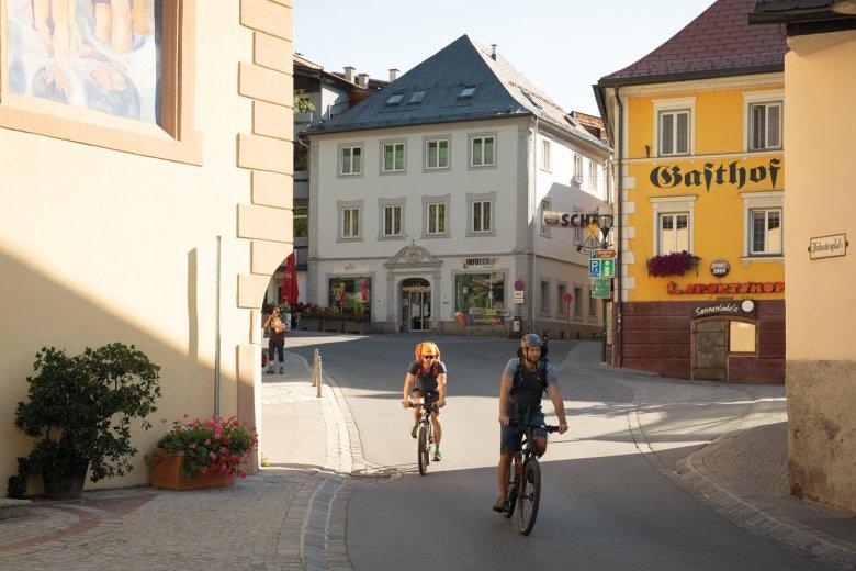 Het laatste geciviliseerde dorpje? Onze start in Imst, langs de noordzijde van de Inn.