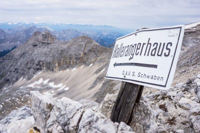 Etappe 11 van Karwendelhaus naar Hallerangerhaus: het weer op de Birkkarspitze houdt zich sterk. Fabian ook.