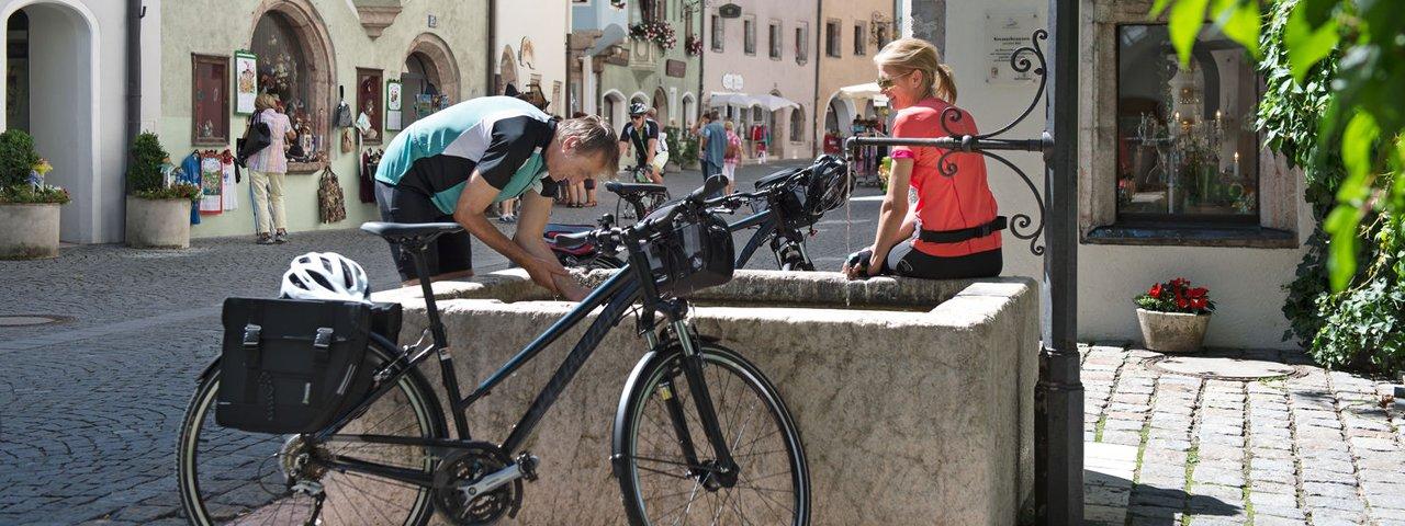 Fietsen over de Innradweg, © Tirol Werbung/Frank Bauer