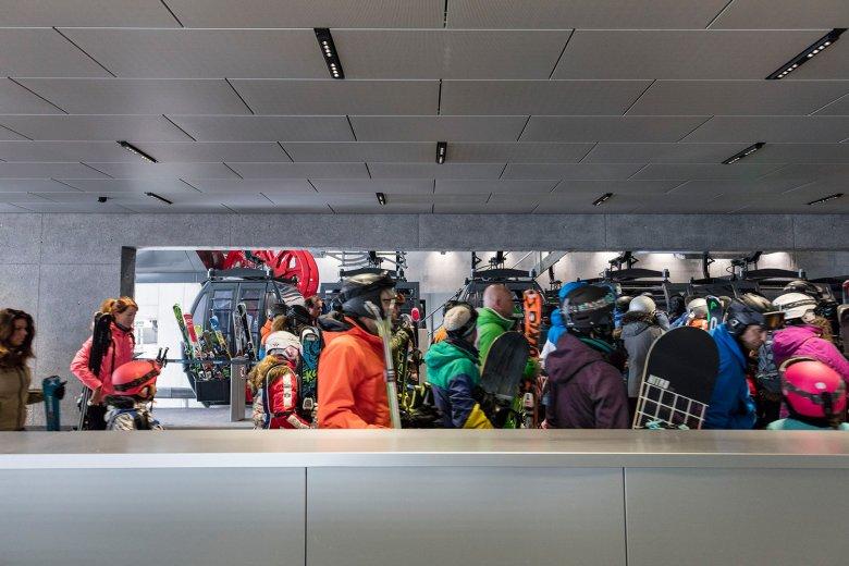 Bij moderne liften zoals deGiggijochbahnin Sölden moet je bijna nooit meer wachten. , © Gregor Sailer
