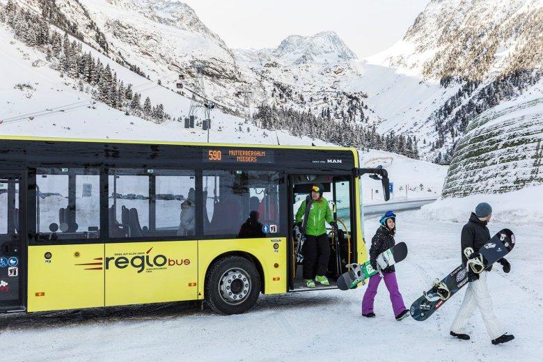 Dankzij de goeie treinverbindingen, shuttles en skibussen kan de auto ook op vakantie tijdens jouw wintersportvakantie. , © Robert Rupeter