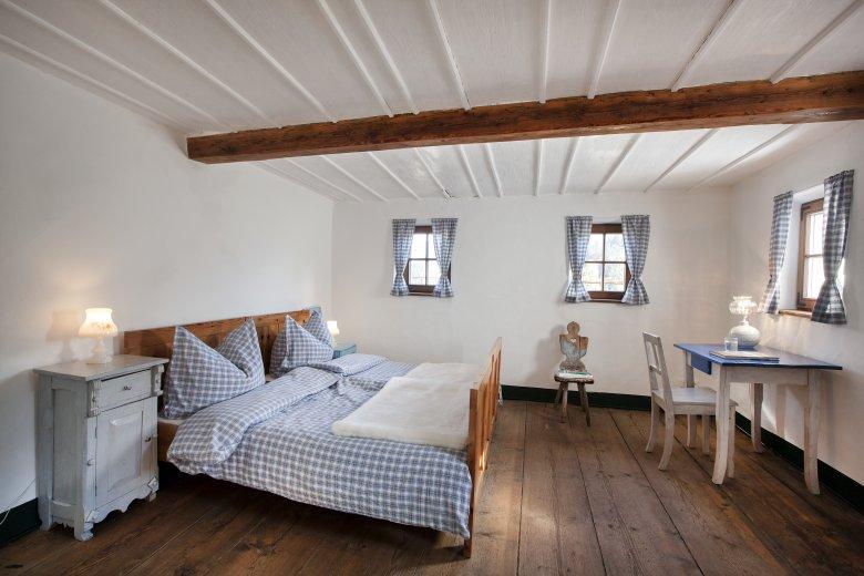 Zelfs in de slaapkamer voel je de oudheid. (Foto: Mesnerhof/Harald Eisenberger)