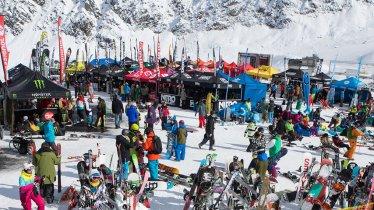 In oktober is de Kaunertal gletsjer de thuisbasis van snowboarders en freeskiërs., © Kaunertaler Gletscherbahnen