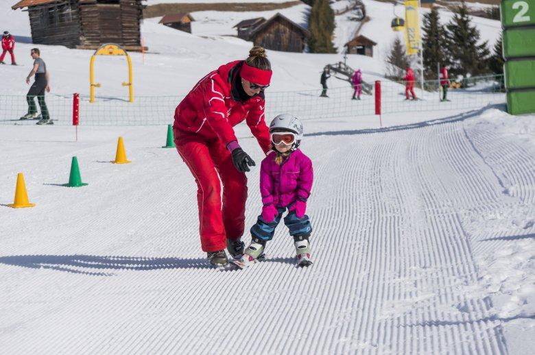 Onder de beste begeleiding leren de kleinsten skiënin Fiss-Ladis in Berta's Kinderland